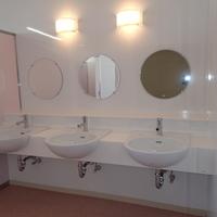 【公共施設】駒寄小学校トイレ改修及び建具ガラス交換等工事のサムネイル